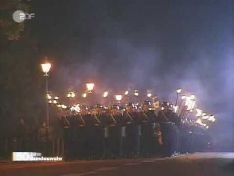 Einmarsch Großer Zapfenstreich 50 Jahre Bundeswehr - YouTube