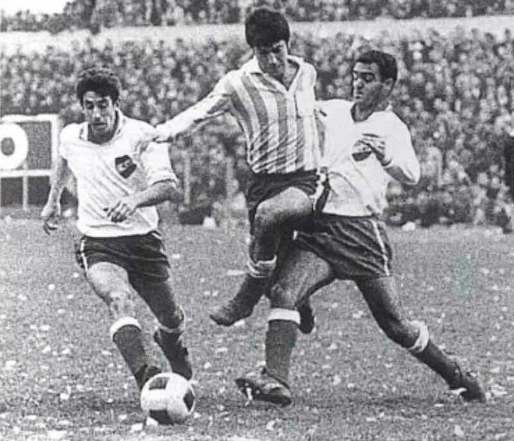 CD Nacional 0 Racing Club 0 in Aug 1967 in Montevideo. Action from the Copa Libertadores Final, 1st Leg.