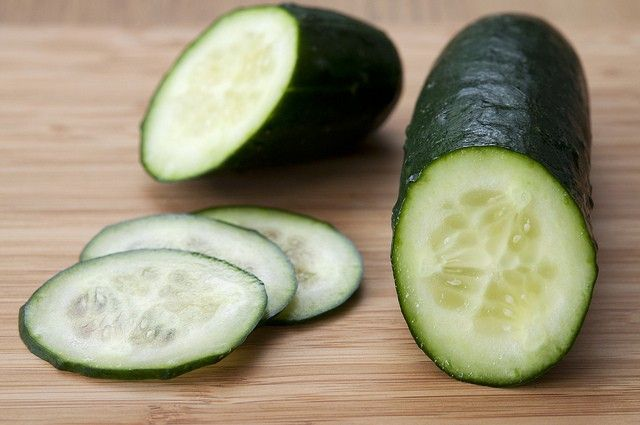 Cucumbers are a great anti-aging food for those with joint and bone issues. Cucumbers contain high amounts of water and silica, which help to lubricate joints and increase the effectiveness of the connective tissues in your body.
