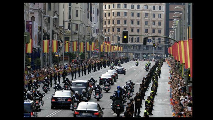 La Comitiva Real, camino del Congreso, entre Plaza España y la plaza de Callao.