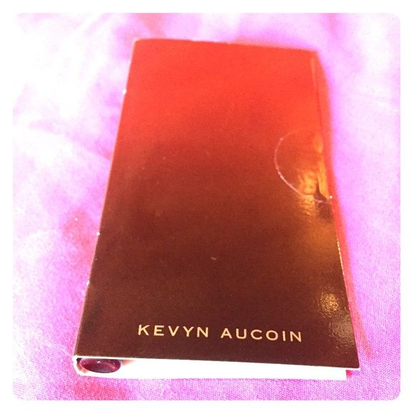 Kevyn Aucoin Eyeliner Kevyn Aucoin navy blue eyeliner deluxe sample. New, never used and sealed. Kevyn Aucoin Makeup Eyeliner