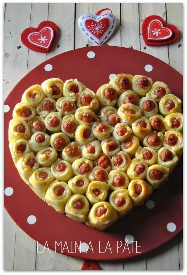 Coeur feuilleté aux petites saucisses Précuire puis congeler, repasser au four pour décongeler!