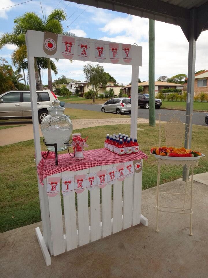 Lemonade stand - red riding hood birthday. Drinks