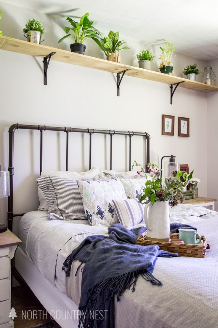 Check out this simple blue bedroom decor