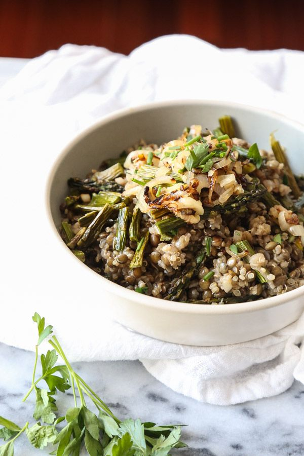 This easy, healthy mujadara recipe uses quinoa as a spin on the authentic Lebanese version, along with crispy shallots and asparagus. A great one pot meal!