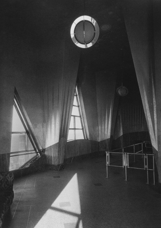 "The truly lovely and lost Chrysler Building Observatory, Cloud Club. (via ScoutingNY, source FlapperGirlCreations, photos from ""Chrysler Building: Creating a New York Icon Day by Day"" by D Stravitz.)"