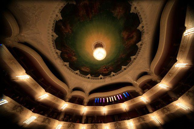 08 de Agosto de 2012/ SANTIAGO  Balcones del Teatro Municipal de Santiago.  FOTO:JOSE CARVAJAL/AGENCIAUNO