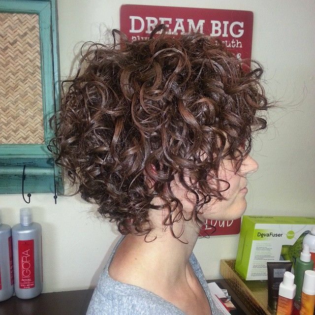 We couldn't decide if we wanted longer/shorter......or Coppery Bronze or Light Brown, so we did it all.  Controlled Chaos. I LOVE my guests! @parlorva @schwarzkopfusa @modernsalon @behindthechair_com #curlygirl #disconnectedcurls #viviance