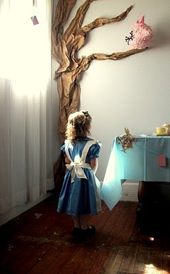 Alice In Wonderland Party- fabulous party theme idea!! Inspires me to think of other fairytale themed parties, or even just a storybook inspired party.