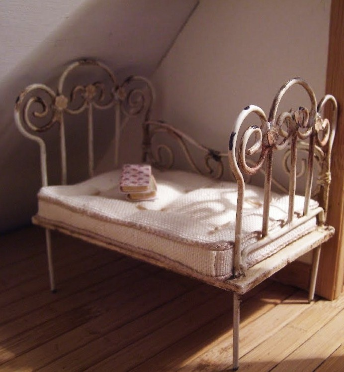 How to soldered bed frame tutorials miniature bedroom for Nice bed frames