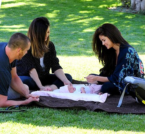 selena gomez baby sister    Selena Gomez Baby Sister Gracie: First Picture of Singer With Newborn ...