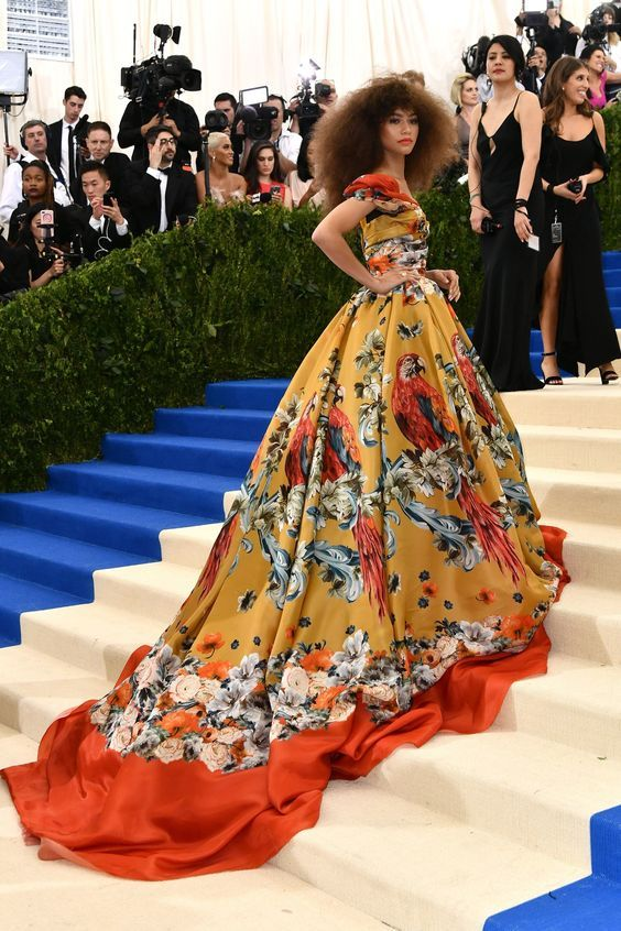 Top 5 looks maravilhosos do red carpet: Zendaya. Dolce & Gabbana