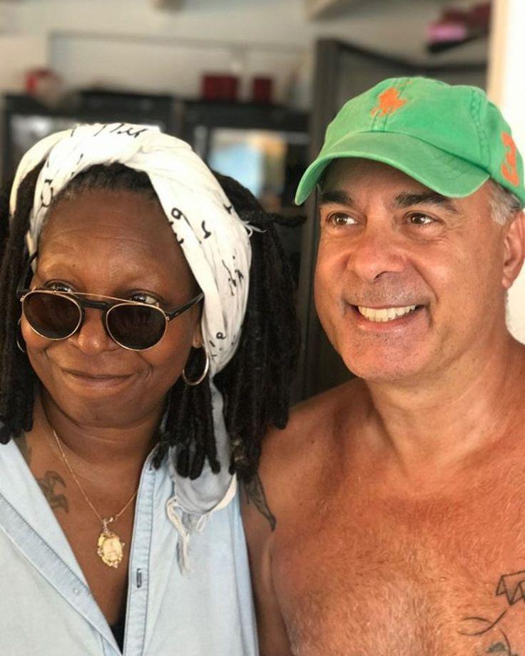 Η Whoopi Goldberg (62) με τον Φώτη Σεργουλόπουλο στην Αντίπαρο. 22/08/2017.