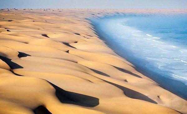 Пустыня Намиб встречается с океаном
