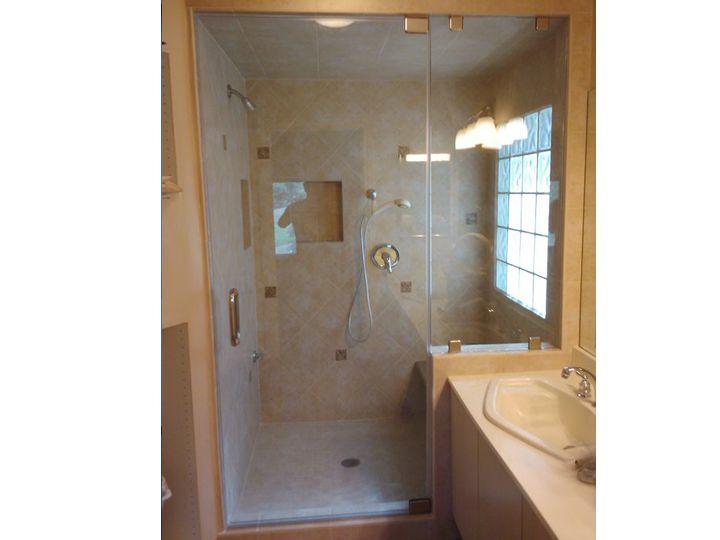 High Quality Compact Bathroom W/ Steam Shower