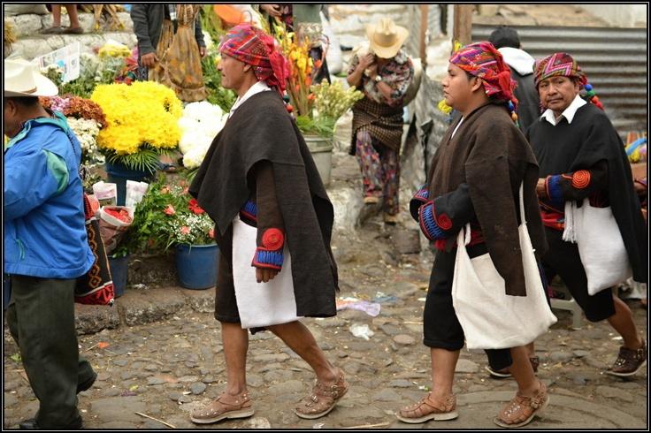 V tradičních šatech