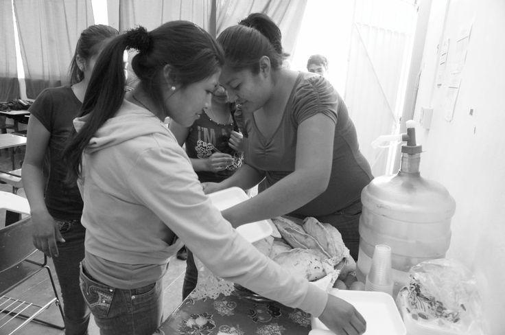 Después de mucho trabajo, ahora nos toca comer unas ricas empanadas de doña Estela. #Emprendedores #OaxacaEmprende