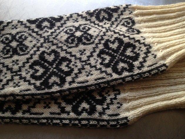 Håndarbeiden » Hvis bunaden blir for kald på 17. mai -  bunad - craft - knitting - broderi - strikking - DIY - bunad - bunadsstrømper - embroderi