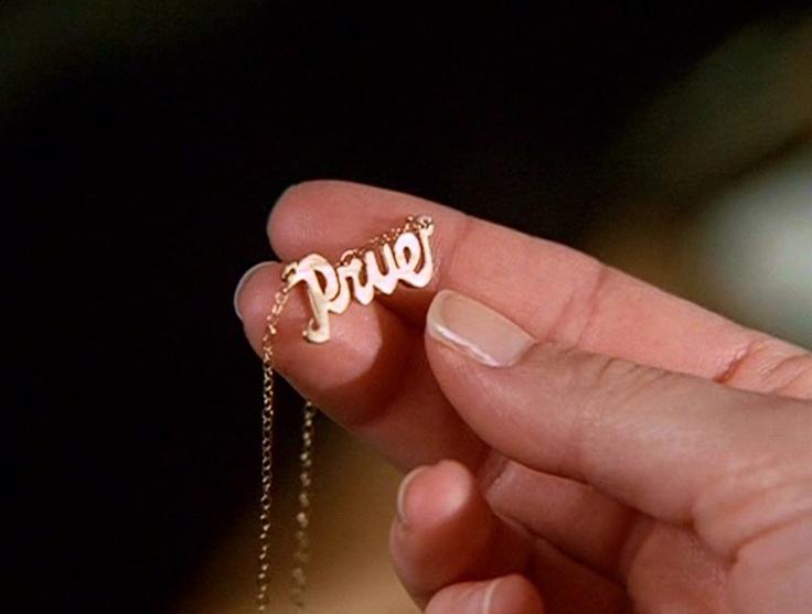 ett halsband som detta vore toppen (som Prue från Förhäxad har) fast med mitt namn då..