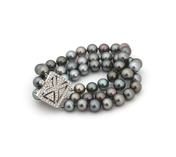 TAHITIAN PEARL BRACELET | Wear this exceptional piece to bring a bold yet feminine touch to a suit or alternatively accessorise an elegant black tie or cocktail gown.: