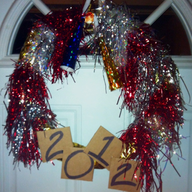 Easy to make New Years Wreath! Wicker wreath, tape, metallic tissue paper, cardboard, sharpie, hot glue gun and metallic foil shreds. Wicker Wreaths, Metals Foil, Years Wreaths, Foil Shredded, Metals Tissue, Tissue Paper, Hot Glue Guns, New Years