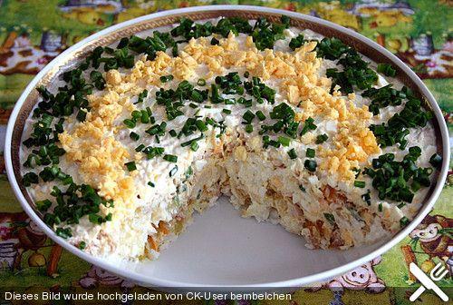 Schichtsalat mit Thunfisch nach japanischer Art. Reis,karotten, Zwiebeln, Eier , Zitronensaft, majo/joghurt.