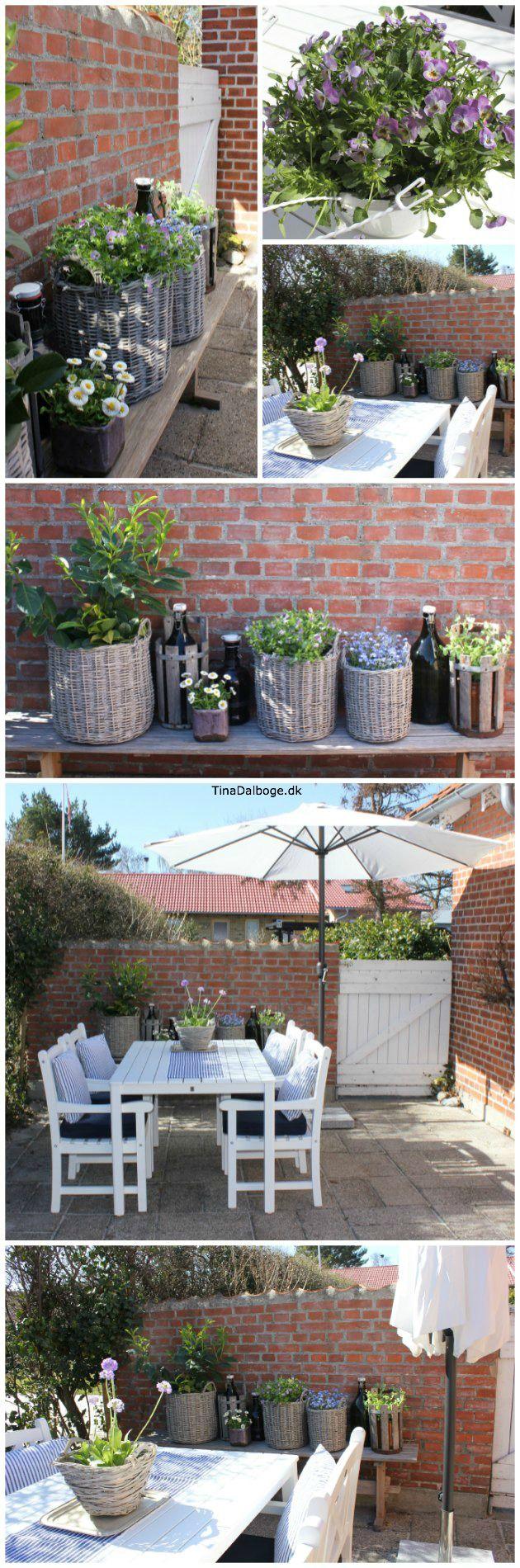 terrasse, blomster og nye havemøbler