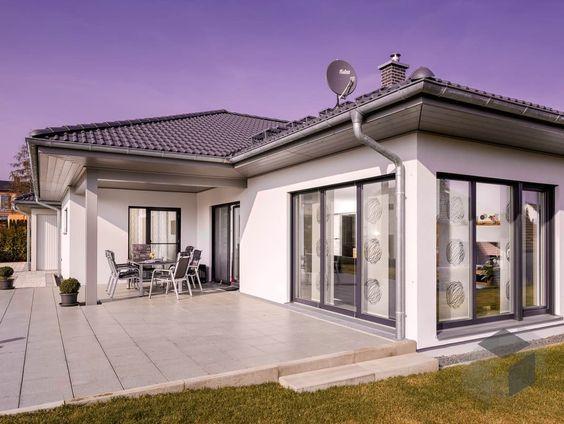 eben.124 von LUXHAUS  ➤ Alle Häuser unter: www.fertighaus.de… Fertighaus, Einfamilienhaus, Fertigteilhaus, Eigenheim, Fertigbau, Bungalow, Barrie…