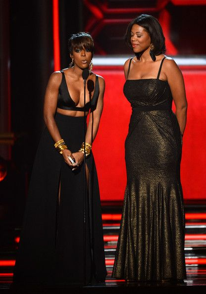 Kelly Rowland Photos Photos - Singer Kelly Rowland (L) and news personality Shaneen Quarles speak onstage during the 2014 Billboard Music Awards at the MGM Grand Garden Arena on May 18, 2014 in Las Vegas, Nevada. - 2014 Billboard Music Awards - Show