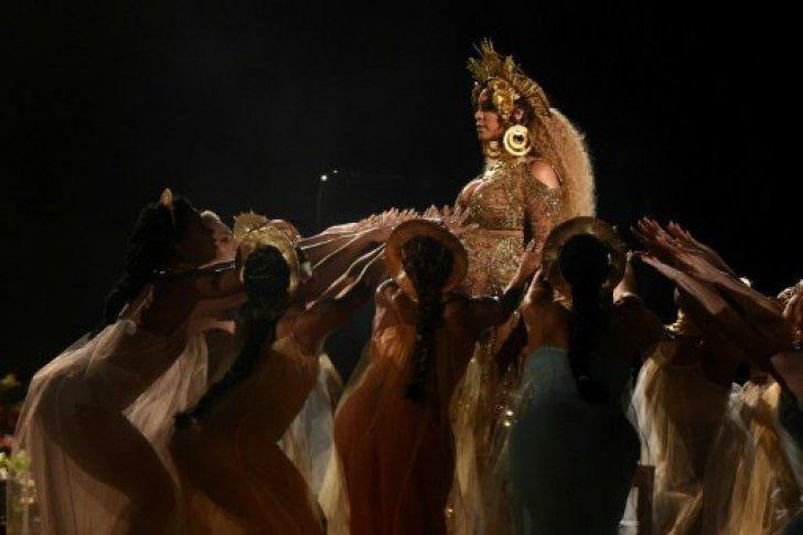 Beyoncé, embarazada, presenta un espectáculo new age en los Grammy