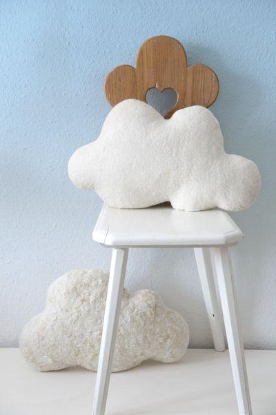 Set aus zwei Wolken-Filzkissen // Set of two felt cloud pillows by Ivas-Blumenladen via DaWanda.com