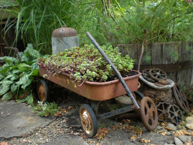 Gardening With Grace: Vintage Garden Stuff: Gardens Ideas, Rusty Wagon,  Gardens Carts, Wagon Planters, Vintage Stuff, Old Wagon, Vintage Gardens, Gardens Stuff,  Wheelbarrow