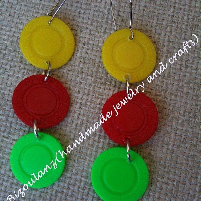 Recycled plastic poker chip earrings.  #pokerchip #recycled #plastic #earrings #plasticearrings #handmade #handmadeearrings #jewelry #handmadejewelry #upcycled #bizoulanz #crystal #plasticjewelry#madeingreece #ecofriendly #greenfashion #χειροποίητο #κόσμημα #σκουλαρίκια