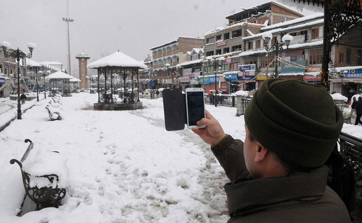 The splendid view of the busiest #market Lal Chowk in #winter season in #Kashmir at your glance!!