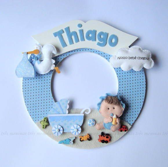 Enfeite para porta de maternidade ou quarto de bebê feito em base de mdf e detalhes em feltro, personalizado.