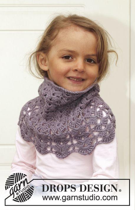 """Free pattern! #crochet DROPS neck warmer in """"Karisma"""". Size 3 - 12 years."""