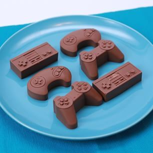 Chocolate Candy Bar Game Controllers | 24 Videogame Desserts That Are Too Awesome To Eat
