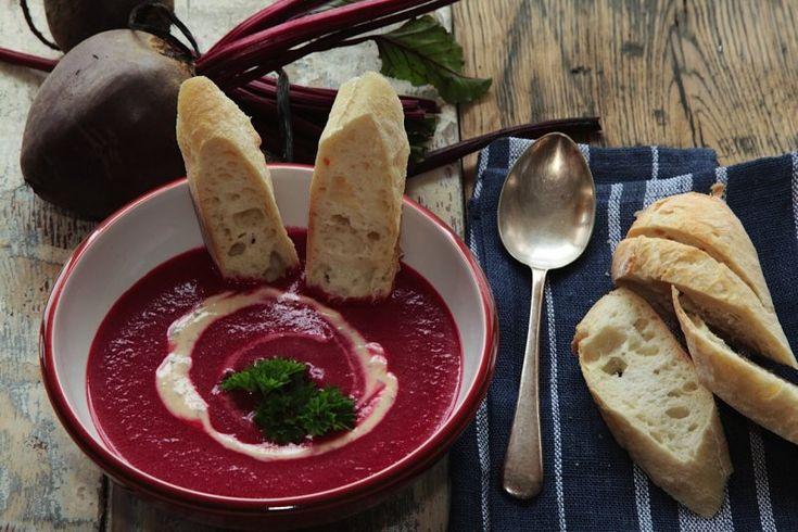 Rubínově zářivá polévka z červené řepy
