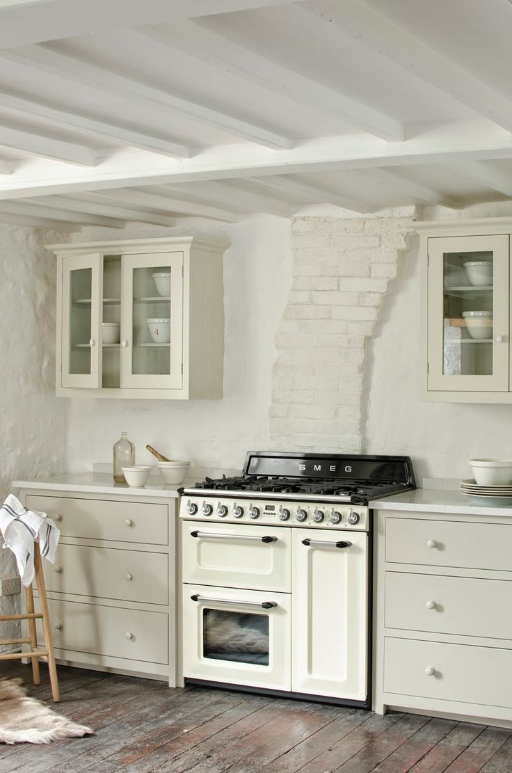 The Victoria Range is an icon of real beauty, whether in the larger (TR93) or the slimmer version (TR4110). And what's surprising is that the smaller, at only 90 cm wide, has an almost identical oven capacity, meaning spatially-challenged kitchens needn't compromise on cooking space. deVol rustic off-white kitchen. Full details on Modern Country Style blog: Modern Country Loves: Smeg Victoria Range Cooker