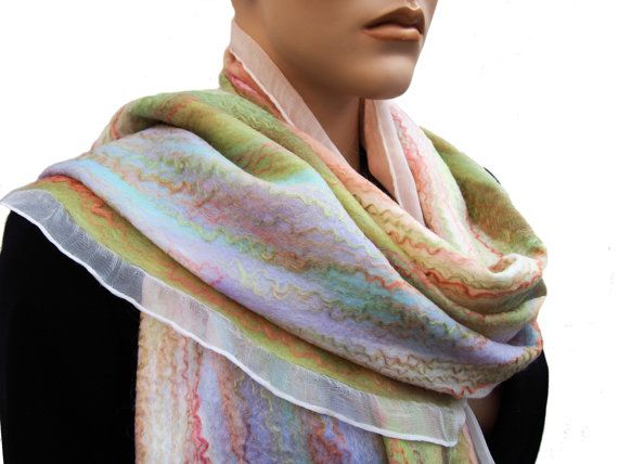 Wit zijde sjaal zachte pasteltinten merinowol door RiViDesign