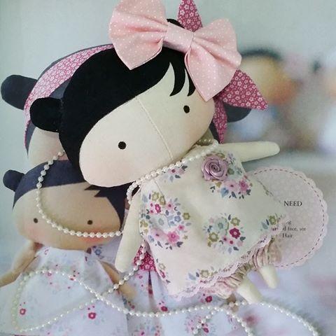 Mini Tilda Toy.. Cabe na palma da mão e dentro do coração  #tilda #bonecas #dolls #doll #bonecadepano #ilovetilda #tildatoybox #sweetheartdoll #quartodebebe #maternidade #tildatoy #tildatoybox #tildinha #babytilda #tildababy #bonecadepanosempre #atelie #artesanato #fofurandoacozinha #meucantinho #rainhasdolar #amigasdolar #instaamigas #casareal #vidadedonadecasa #decoracao #design #festa #aniversario #maedemenina #minhacozinha