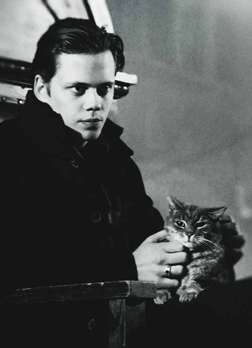 Roman (someone) with an adorable cat friend.