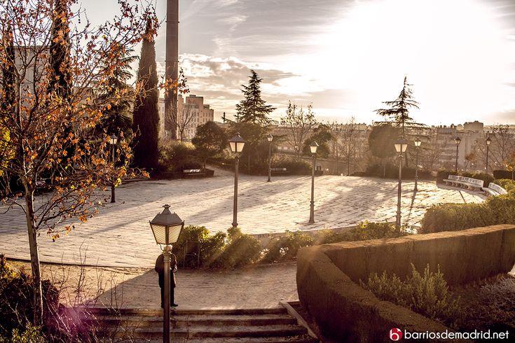 Parque tierno Galván | Planetario de Madrid e Imax  Con motivo del aniversario de la muerte de Enrique Tierno Galván, primer alcalde de la democracia de Madrid, queremos dedicarle nuestra nueva entrada. http://barriosdemadrid.net/?p=1659