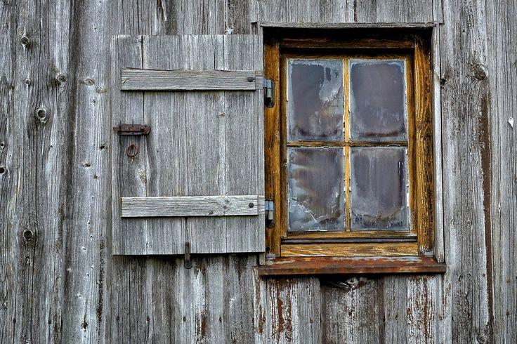 die besten 25 alte holzfenster ideen auf pinterest alte fensterl den fensterl den und innen. Black Bedroom Furniture Sets. Home Design Ideas