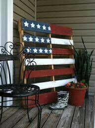 I LOVE IT!  Primitive country pallet flag. Great backdrop.  I need to make me one of these!