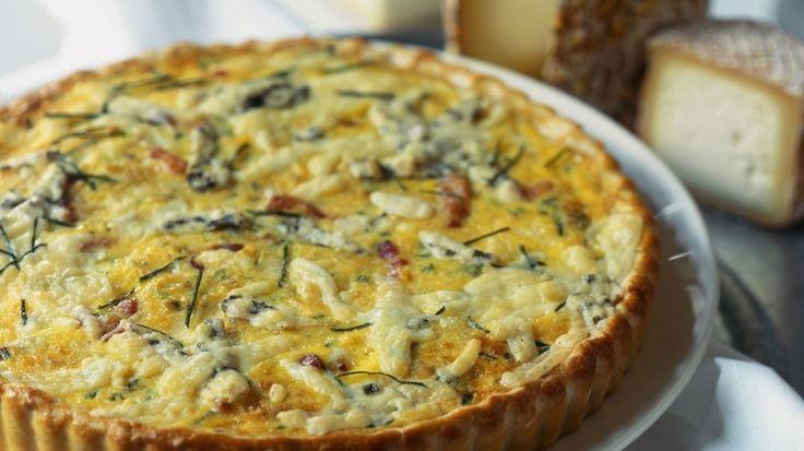 Das schmeckt garantiert nicht nur Käse-Liebhabern: Fünf-Käse-Quiche | http://eatsmarter.de/rezepte/fuenf-kaese-quiche