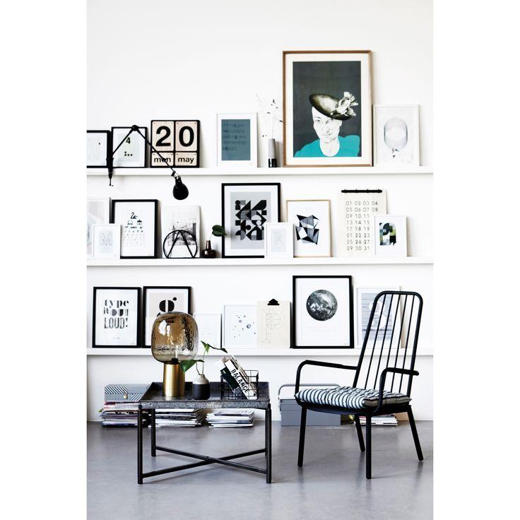 Baek bilde fra House Doctor. Bildet har et grafisk mønster i svart med grå bakgrunn. Bilde...