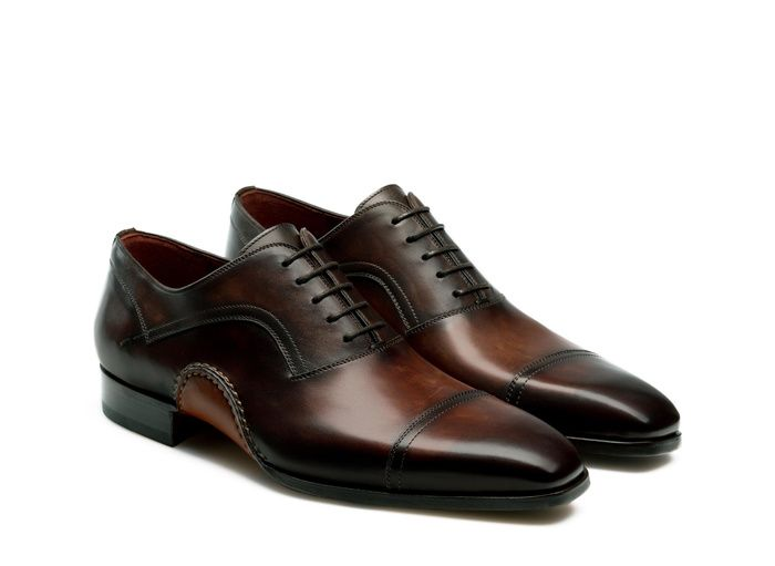 MAGNANNI.COM EXCLUSIVE  JUDE | MIDBROWN  $495.00  Hand painted calfskin lace up oxford with burnished cap toe  Selección red leather lined  Bologna construction offers an all leather cushioned footbed and unrivaled flexibility  Hand stitched  Artesano leather sole with rubber inlay  Patina: Wind Midbrown Style  Number: 20128  Last: 299  Handmade in Spain  Complimentary shipping and returns within the US