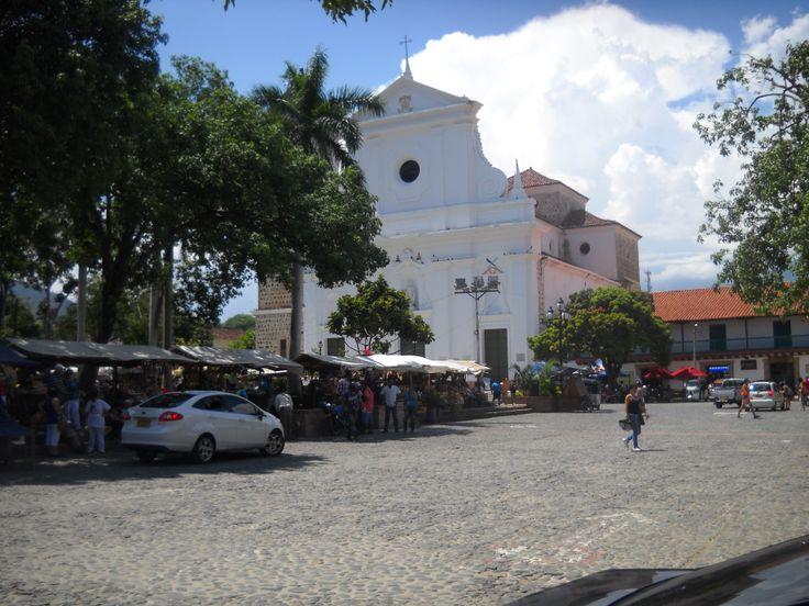 Plaza Santa Fe de Antioquia - Colombia  www.medellintrip.com