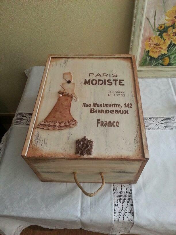 El baúl de los pinceles: Caja de vino decorada